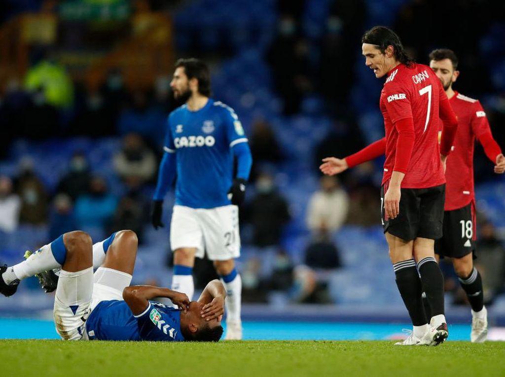 Cavani Cekik Yerry Mina, lalu Bobol Gawang Everton