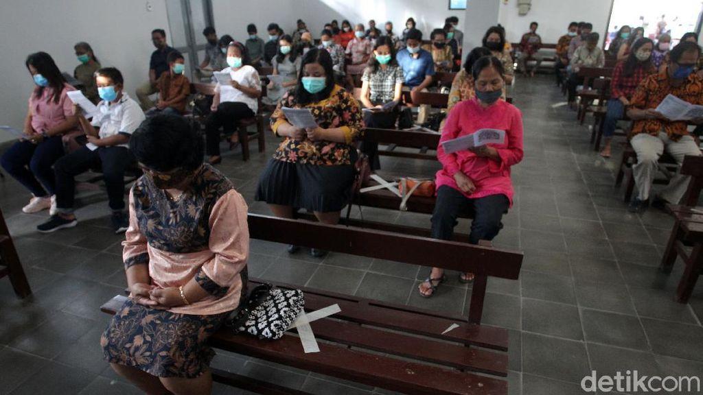 Gereja di Yogyakarta Terapkan Prokes Saat Gelar Misa Natal Tatap Muka