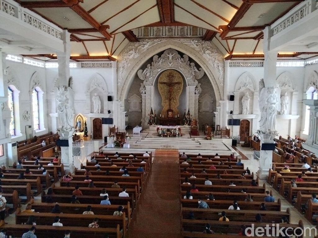 Antisipasi Teror, Brimob  Sterilisasi Gereja Katedral Denpasar
