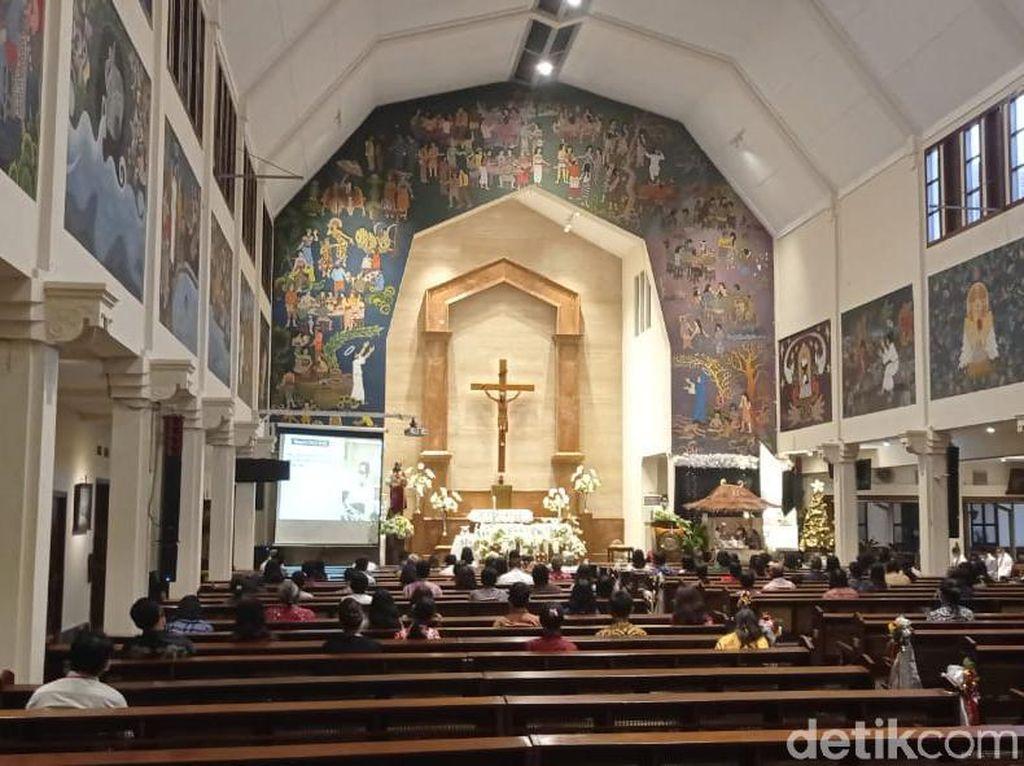 Melihat Pelaksanaan Misa Saat Pandemi di Gereja Yogya