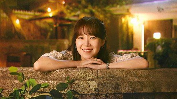 Gong Hyo Jin menjadi tokoh utama dalam drama When the Camellia Blooms.