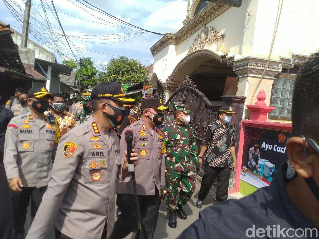 Kapolda-Pangdam Jaya Cek Kampung Tangguh Jaktim, Beri Bantuan Rapid Antigen