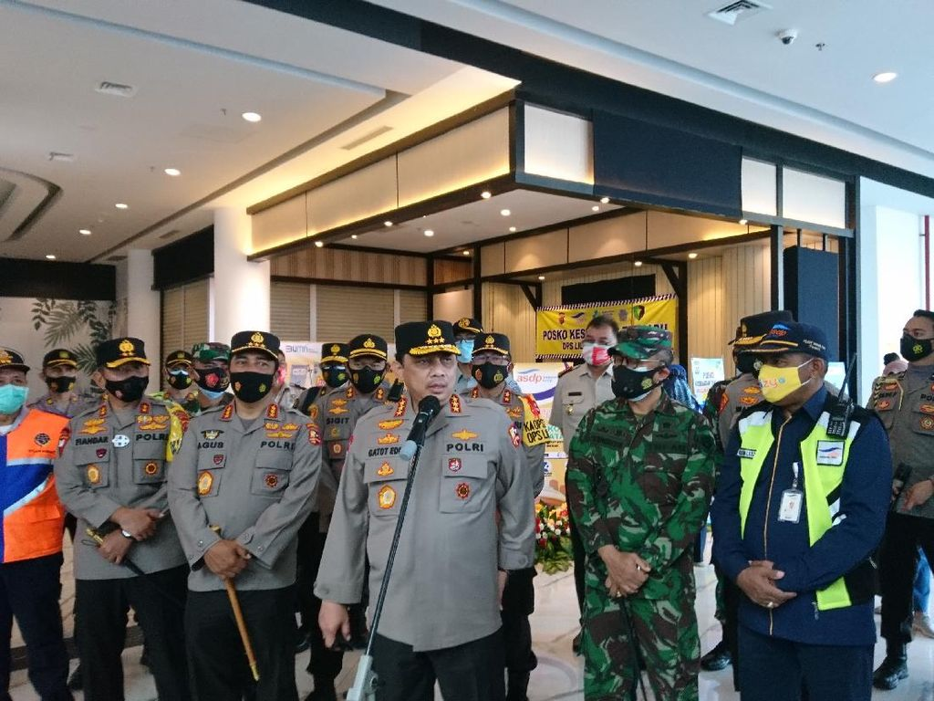 Tinjau Arus Mudik Nataru, Wakapolri: Arus Lalin Tol Jakarta-Merak Normal