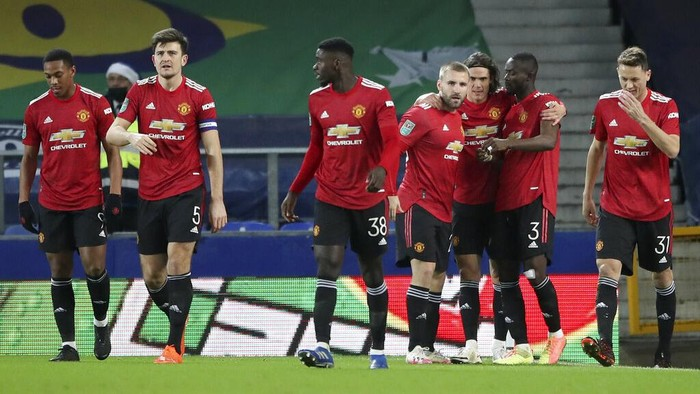 Manchester United players celebrate after their goal during the English League Cup quarterfinal soccer match between Everton and Manchester United at Goodison Park, Liverpool, England, Wednesday, Dec. 23, 2020. (AP Photo/Nick Potts,Pool)