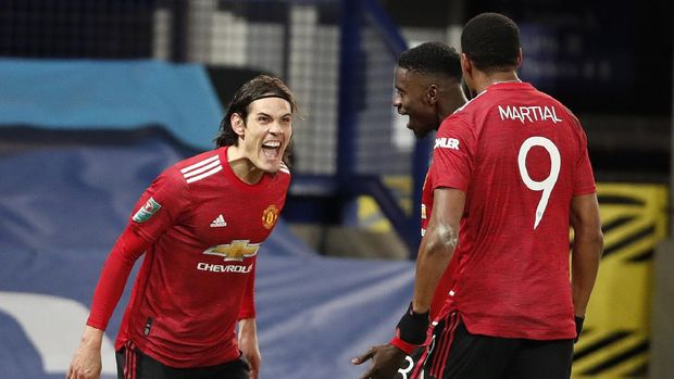 LIVERPOOL, ENGLAND - DECEMBER 23: Edinson Cavani (l) of Manchester United celebrates with team mates Axel Tuanzebe and Anthony Martial (r) after scoring their sides first goal during the Carabao Cup Quarter Final match between Everton and Manchester United at Goodison Park on December 23, 2020 in Liverpool, England.  A limited number of fans (2000) are welcomed back to stadiums to watch elite football across England. This was following easing of restrictions on spectators in tiers one and two areas only. (Photo by Clive Brunskill/Getty Images)