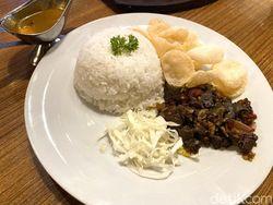 Bisa Makan Oseng Gulai Paru dengan Panorama Kota Semarang di Sini
