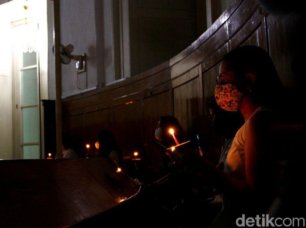 Tak Ada Misa Natal, Polisi Tetap Jaga Gereja di Lebak