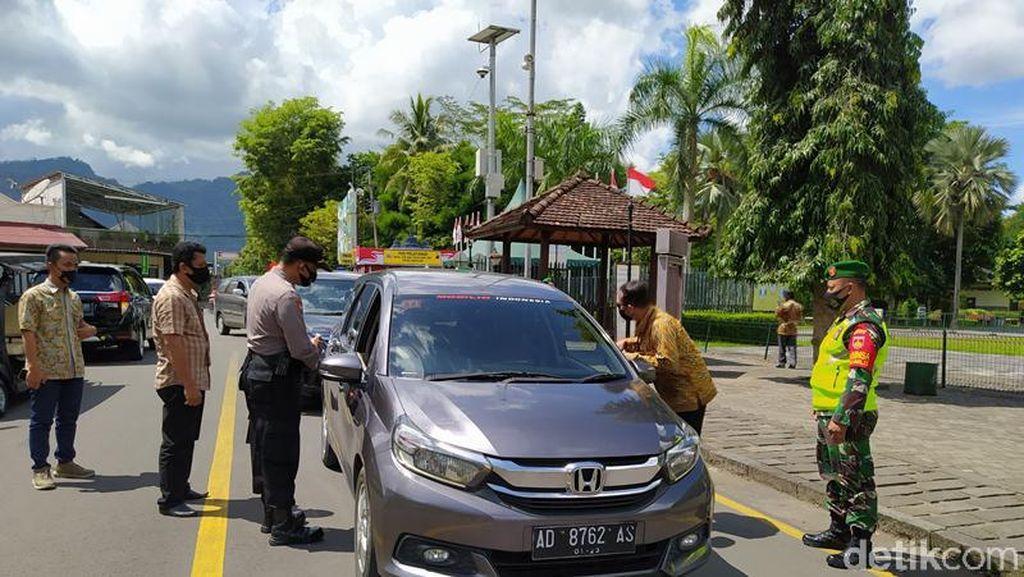 Potret Masuk Candi Borobudur Wajib Bawa Hasil Rapid Test Antigen