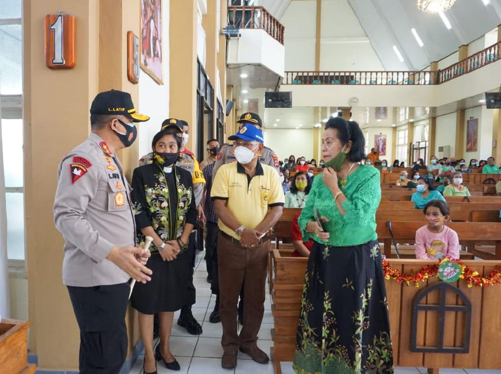 Polda NTT Patroli ke Gereja-gereja, Titip Pesan Natal Damai