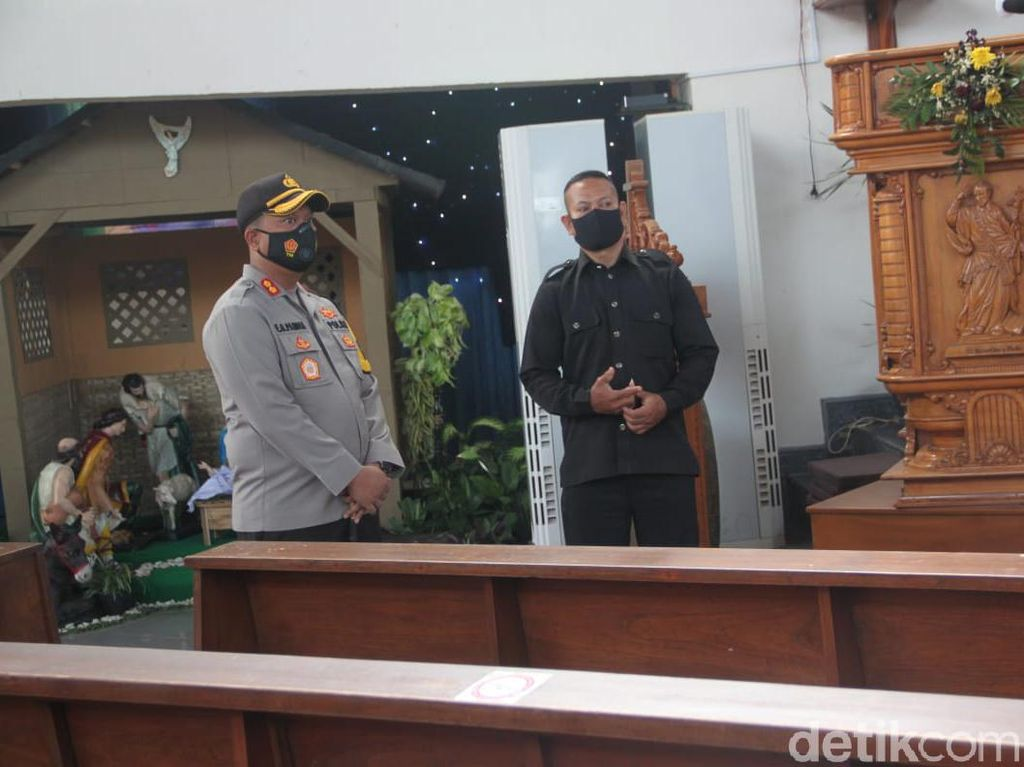 Jelang Misa Natal, Gereja di Bojonegoro Disterilkan, Prokes Ketat Diterapkan