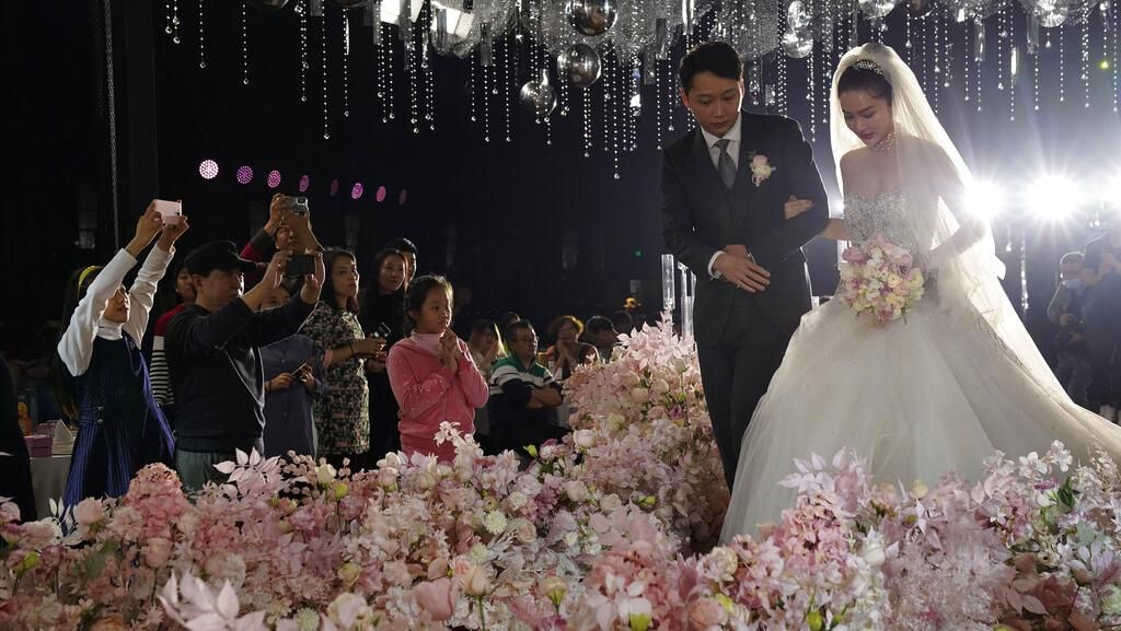 10 Foto Ini Bukti Pernikahan di China Kembali Meriah Setelah Wabah Corona