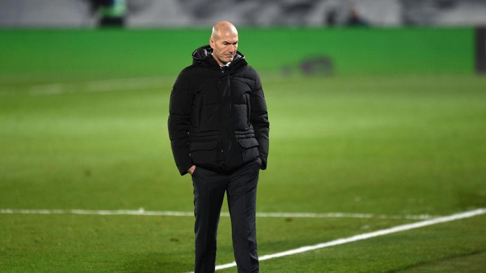 MADRID, SPAIN - DECEMBER 23: Zinedine Zidane, Head Coach of Real Madrid looks on during the La Liga Santander match between Real Madrid and Granada CF at Estadio Alfredo Di Stefano on December 23, 2020 in Madrid, Spain. Sporting stadiums around Spain remain under strict restrictions due to the Coronavirus Pandemic as Government social distancing laws prohibit fans inside venues resulting in games being played behind closed doors. (Photo by Denis Doyle/Getty Images)