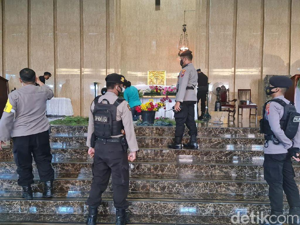 Polisi Sterilisasi Gereja di Bogor
