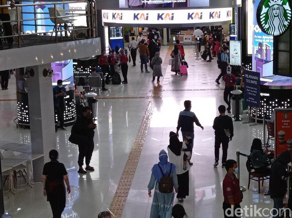 Suasana Stasiun Gambir Jelang Natal, Tak Ada Antrean Panjang Rapid Antigen