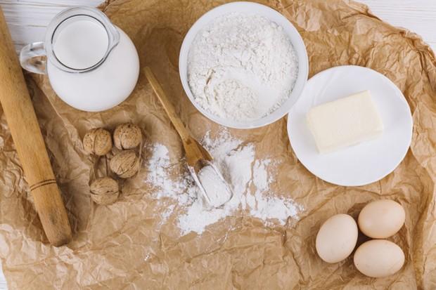 Kandungan protein, vitamin B dan asam laktat yang ditemukan dalam susu full cream juga dapat memulihkan dan melindungi rambut alis