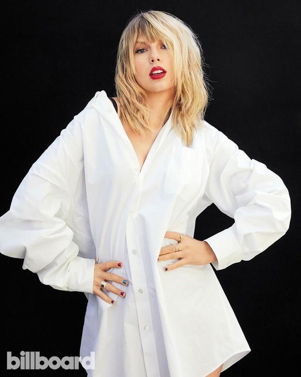 Taylor Swift dalam pemotretan bersama Billboard.