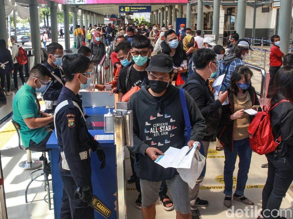 Puncak Arus Balik Tahun Baru, 16 Ribu Penumpang KA Tiba di Jakarta