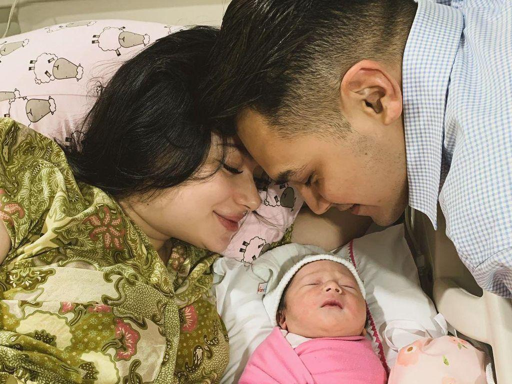 Makna Natal bagi Keluarga Kecil Asmirandah-Jonas Rivanno