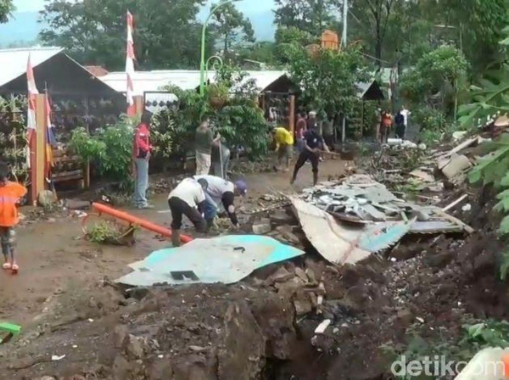 Banjir Bandang Ujungberung, Tiga Kios Hancur-SIF Bandung Kena Dampak