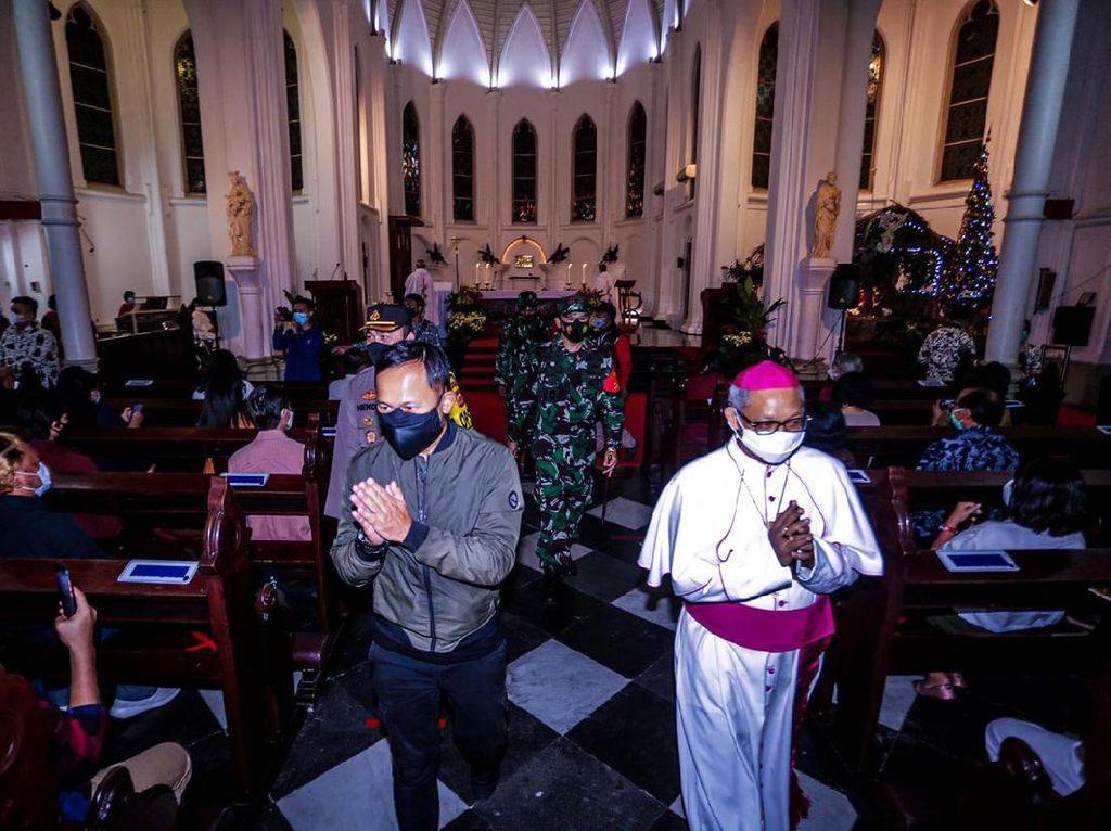 Bima Arya Patroli Malam Natal, Gereja, & Pos Pengamanan Kota Bogor