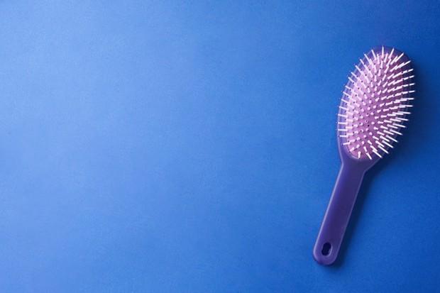 Jenis-jenis sisir rambut dan fungsinya bristle brush/freepik.com