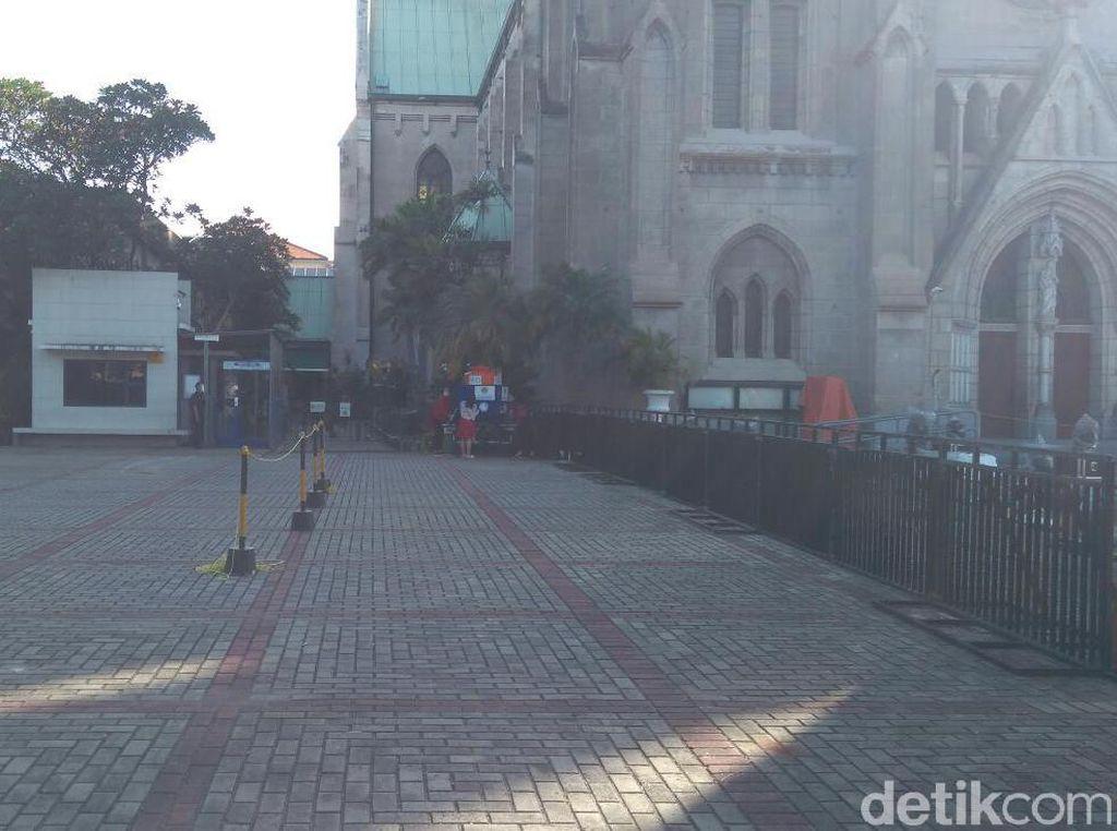 Rayakan Natal, Jemaat Gereja Katedral Jakarta Mulai Berdatangan