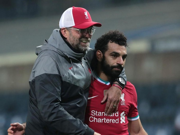 BERGAMO, ITALY - NOVEMBER 03:  Liverpool FC head coach Jurgen Klopp celebrates the victory with his player Mohamed Salah at the end of the UEFA Champions League Group D stage match between Atalanta BC and Liverpool FC at Gewiss Stadium on November 03, 2020 in Bergamo, Italy. (Photo by Emilio Andreoli/Getty Images)