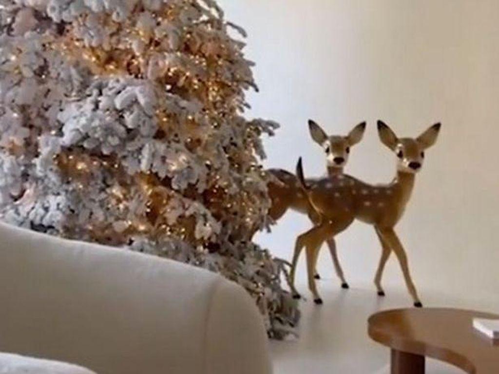 Kim Kardashian Pamer Dekorasi Natal, Dibilang Menyedihkan Mirip Kamar Mayat