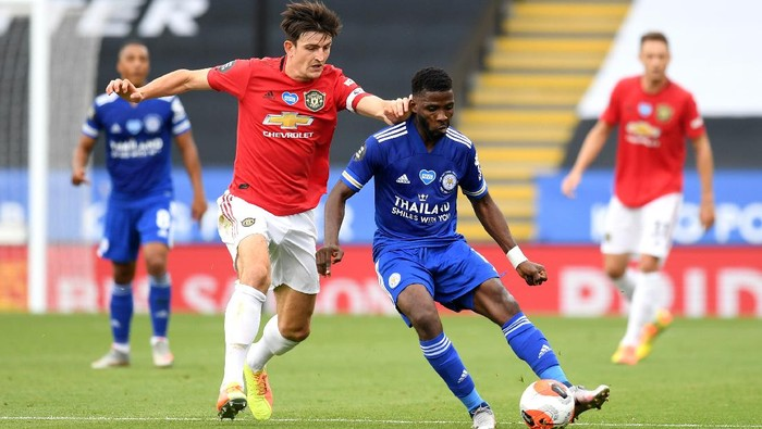 LEICESTER, ENGLAND - JULY 26: Kelechi Iheanacho of Leicester City is challenged by Harry Maguire of Manchester United during the Premier League match between Leicester City and Manchester United at The King Power Stadium on July 26, 2020 in Leicester, England.Football Stadiums around Europe remain empty due to the Coronavirus Pandemic as Government social distancing laws prohibit fans inside venues resulting in all fixtures being played behind closed doors. (Photo by Michael Regan/Getty Images)
