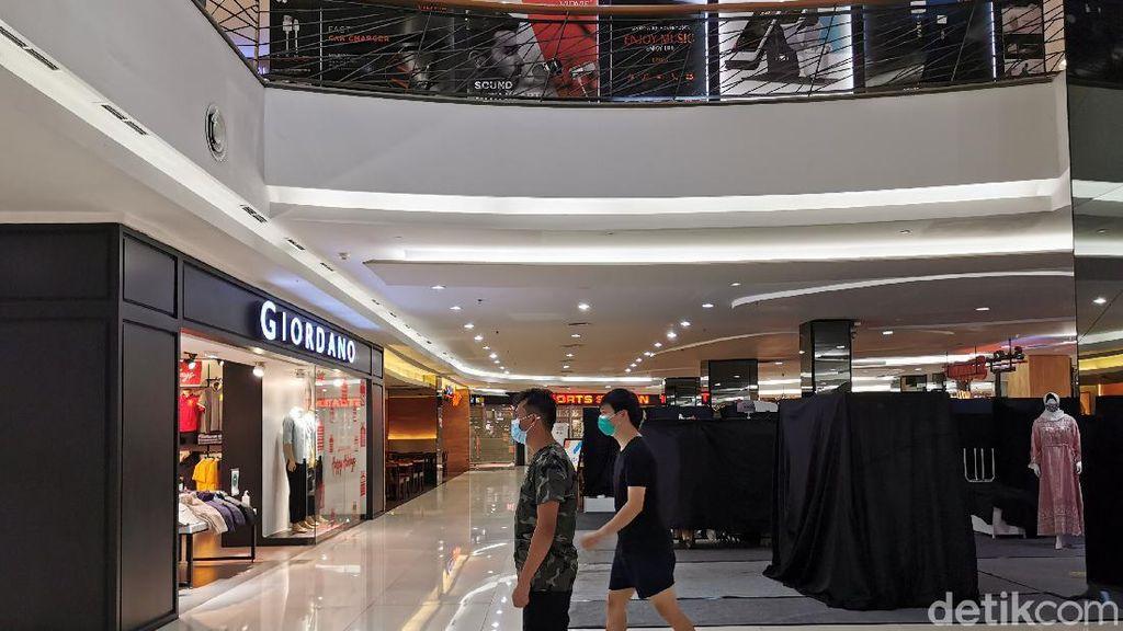 Malam Natal Tak Biasa di Pusat Perbelanjaan Jakarta
