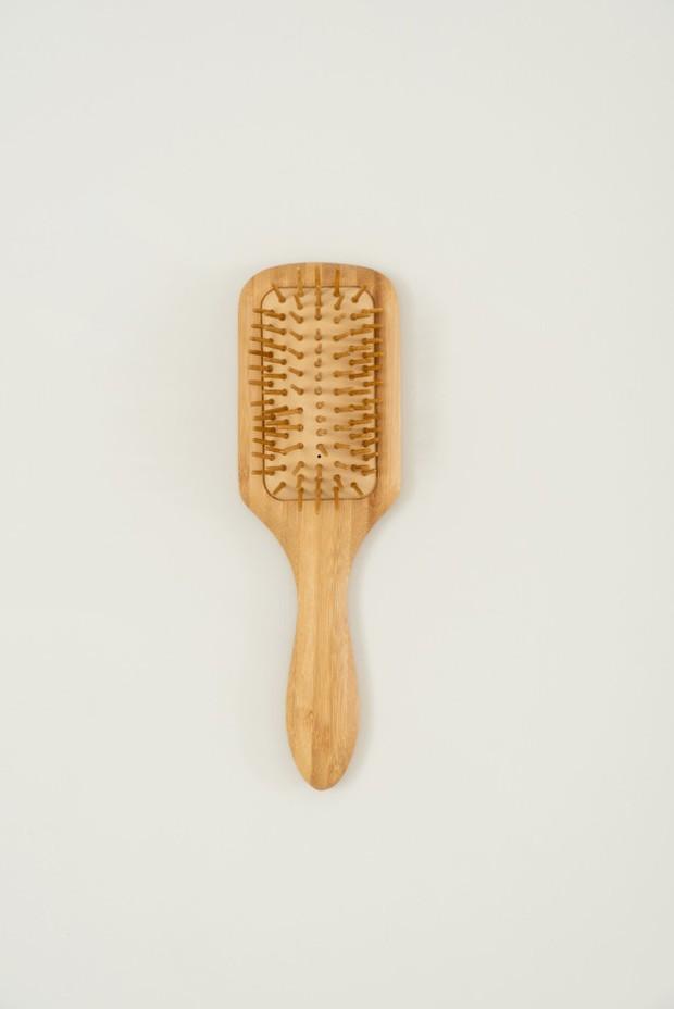Jenis-jenis sisir rambut dan fungsinya paddle brush/freepik.com