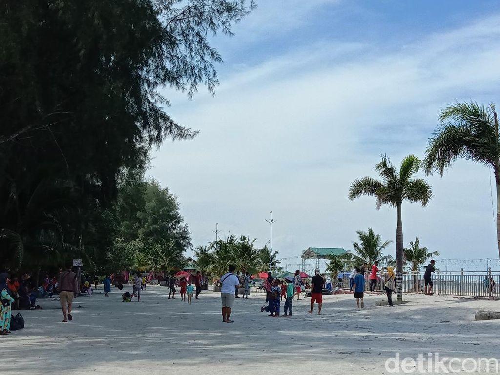 Libur Natal, Pantai Bali di Sumut Ramai Dikunjungi Warga