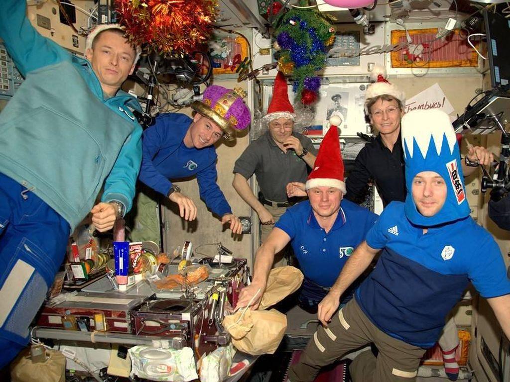 Melihat Perayaan Natal Astronaut di Luar Angkasa