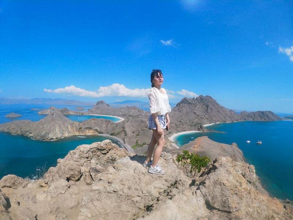 Selamat Pagi dari Puncak Pulau Padar yang Memesona