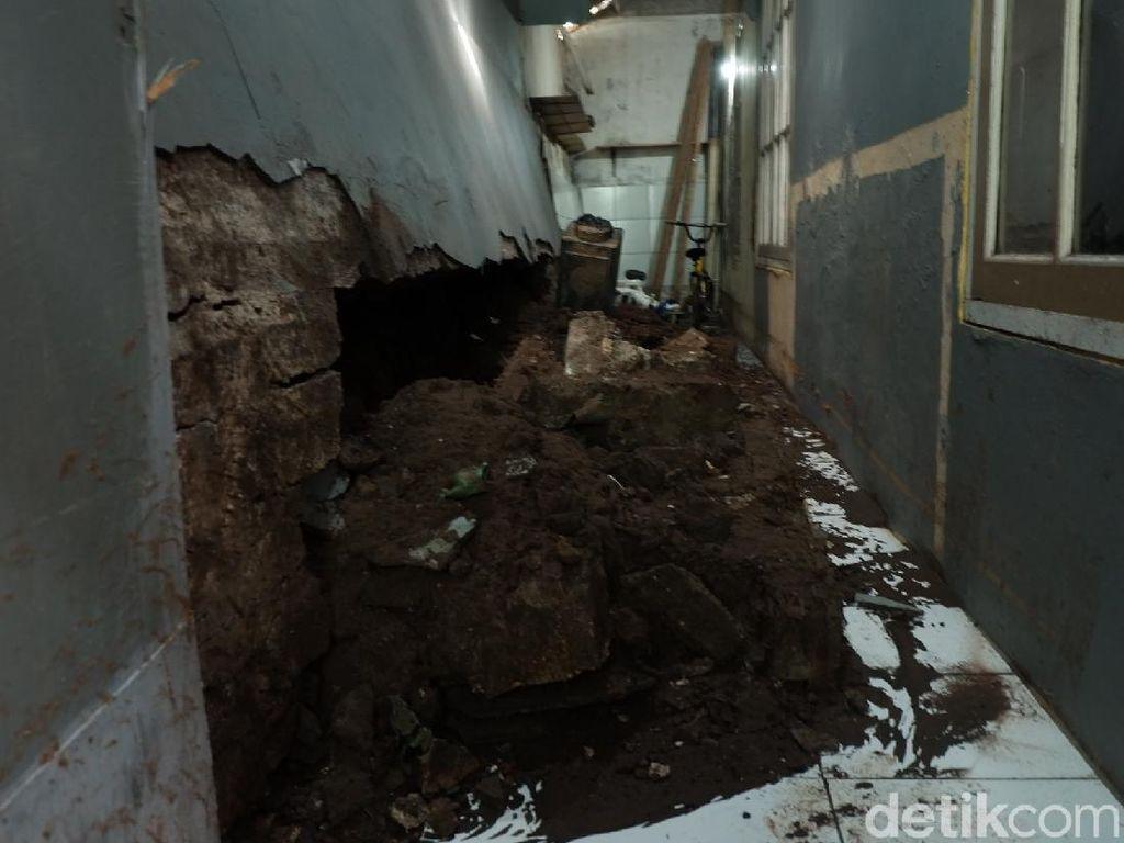 Dampak Banjir di Cipaganti Bandung, 2 Tanggul-1 Rumah Roboh