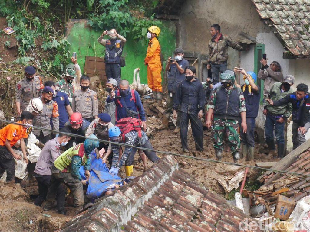 20 Jam Tertimbun Longsor, Warga Bandung Barat Ditemukan Tak Bernyawa