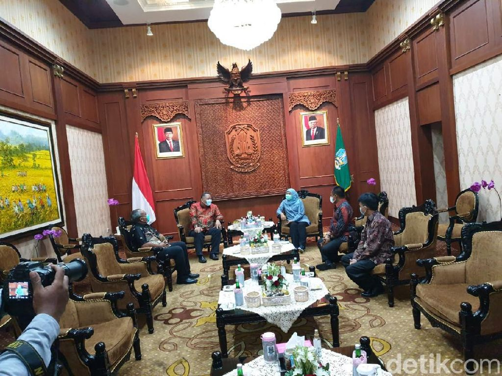 Koordinasi Penanganan COVID-19, Whisnu Sakti Temui Gubernur Khofifah