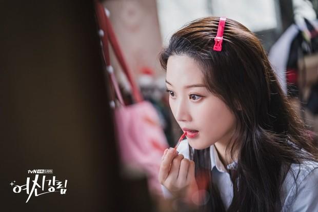 Aktris Moon Ga Young saat memerankan Lim Jung Kyung dalam drama True Beauty.