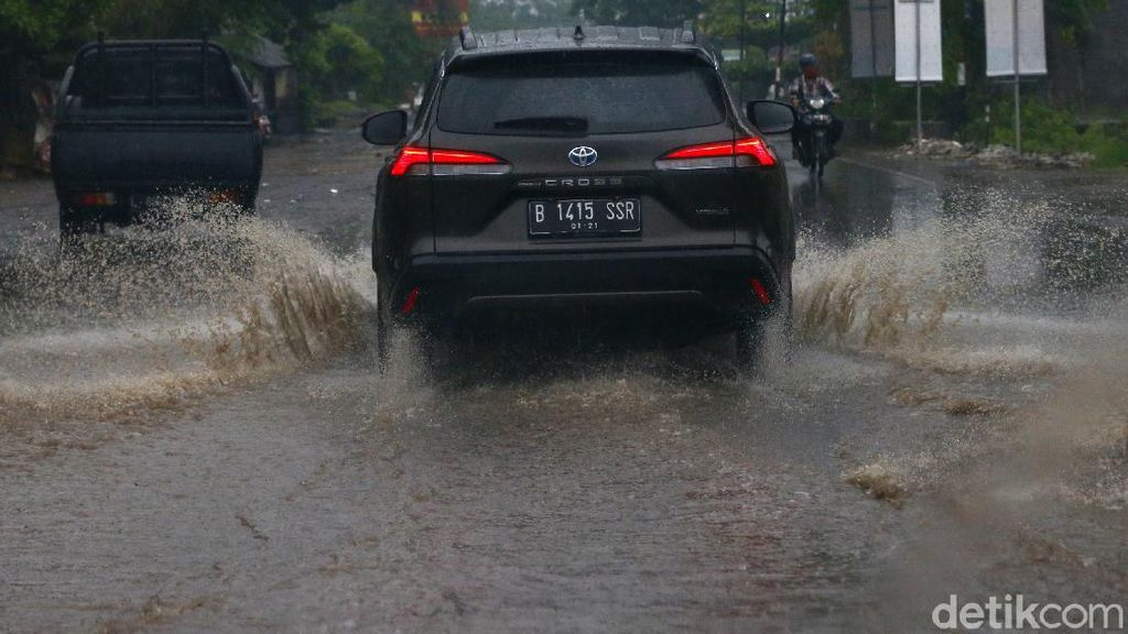 Libas Medan Sulit Jakarta-Bali Bareng Toyota Corolla Cross Hybrid