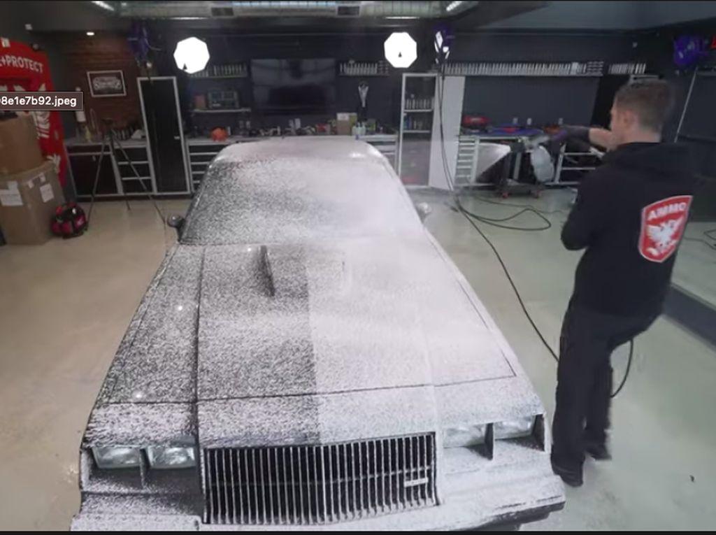 Waduh, Mobil Ini Baru Dicuci Lagi Setelah 37 Tahun