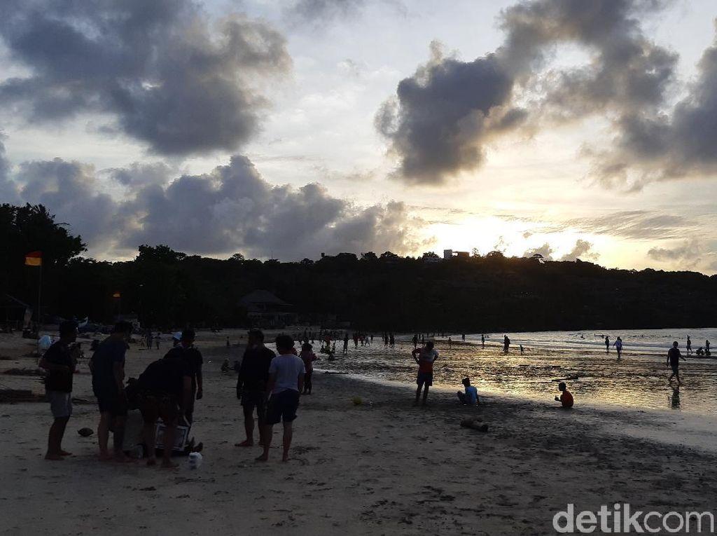 Akhir Pekan, Sunset di Pantai Jimbaran Bali Bisa Jadi Pilihan