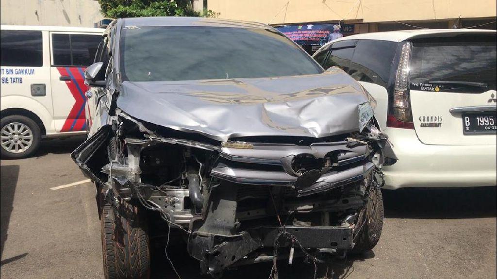 Penampakan Mobil Aiptu ICH Ringsek Akibat Laka Maut di Jaksel