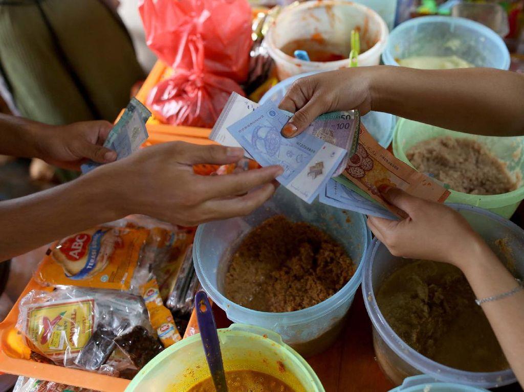 Unik! Tukang Sayur di Daerah Perbatasan Terima Jasa Money Changer