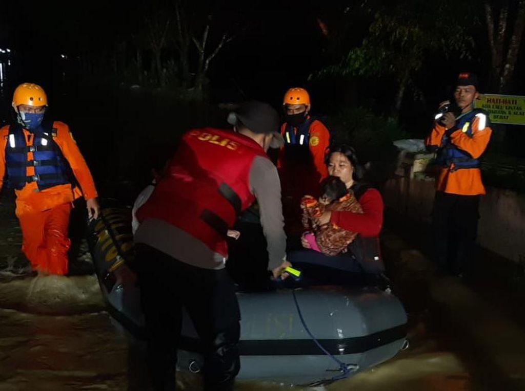 Tanjung Selamat Medan Juga Banjir, SAR Evakuasi Warga untuk Mengungsi