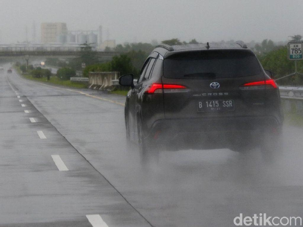 Ingin Melintasi Tol Trans Jawa? Waspada Hujan Deras dan Potensi Angin Samping