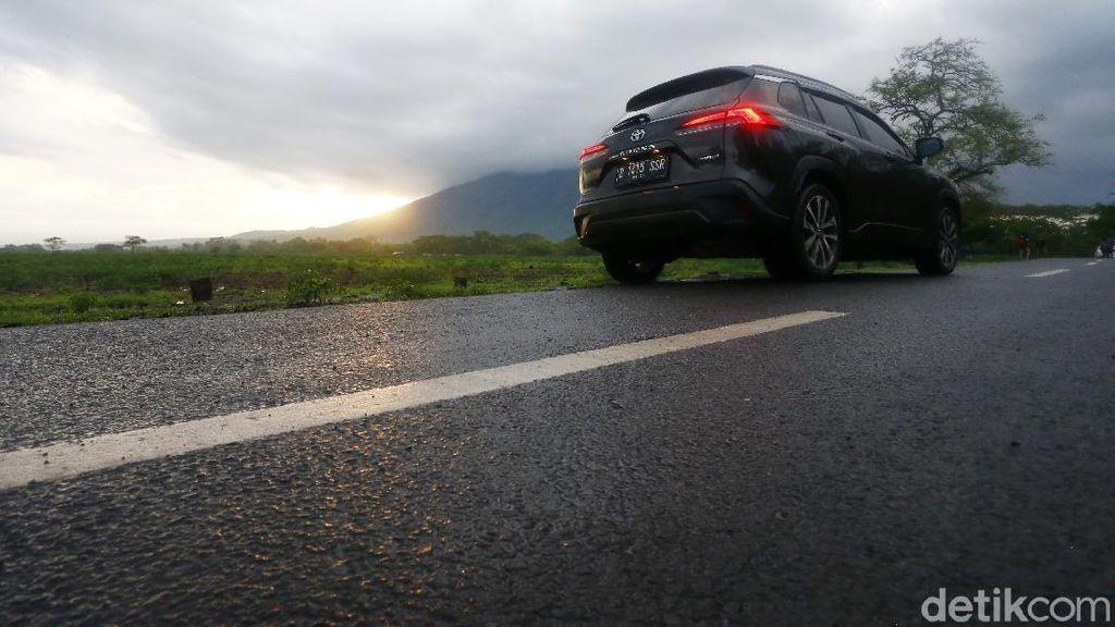 Toyota Corolla Cross Hybrid Terobos Hujan Deras Jakarta-Bali