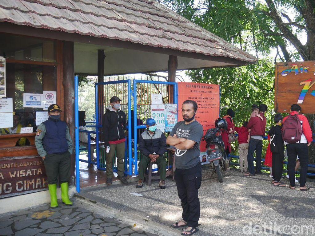 Bahu Jalan Longsor, Pengunjung Tak Boleh Mendekat Curug Cimahi