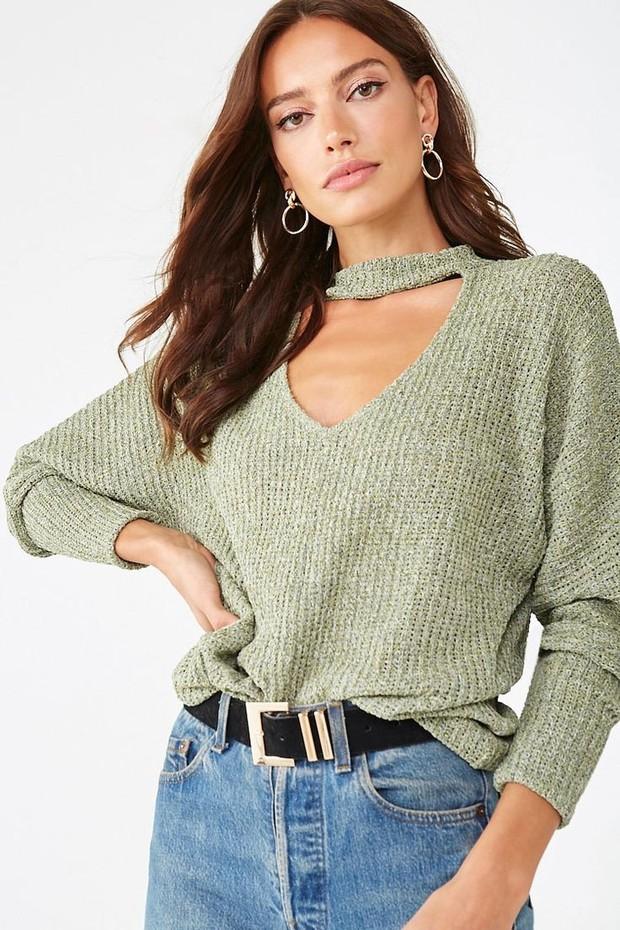 Kalian bisa memlih cutout sweater yang akan membuat penampilan kamu terlihat sangat seksi dan trendi.