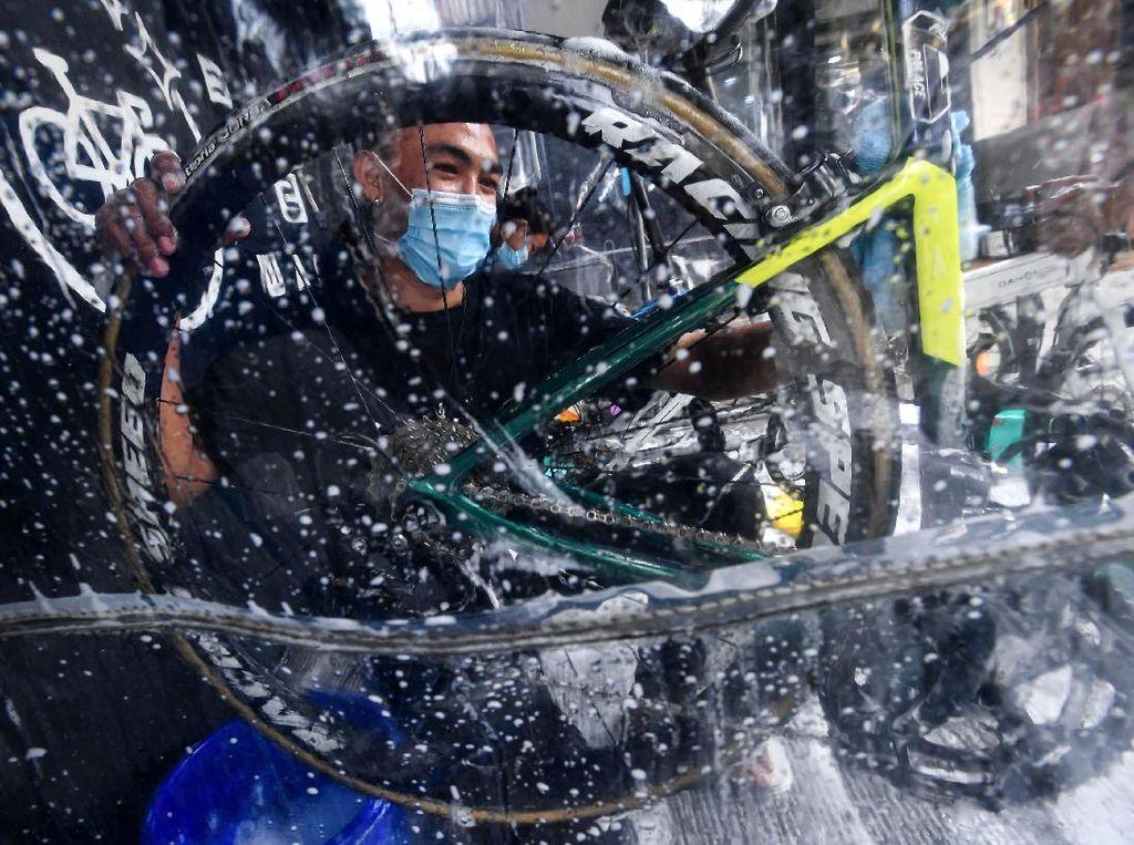 Melirik Jasa Cuci Sepeda di Masa Pandemi