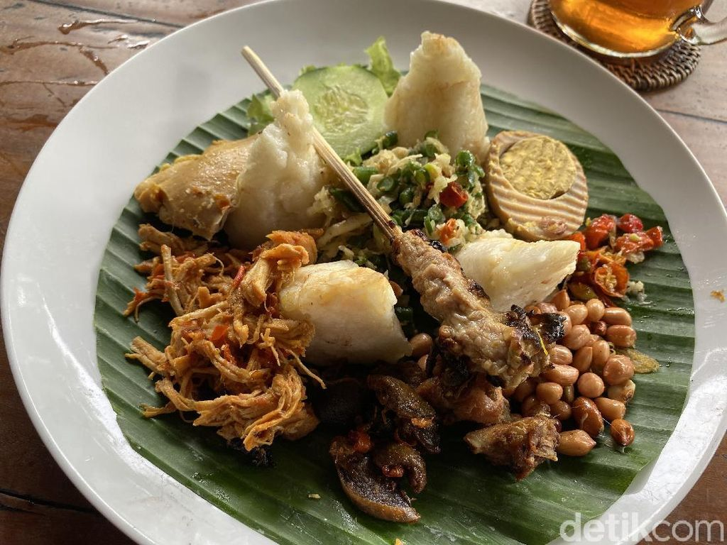Kelezatan Nasi Ayam Legendaris Bali Kedewatan Ibu Mangku